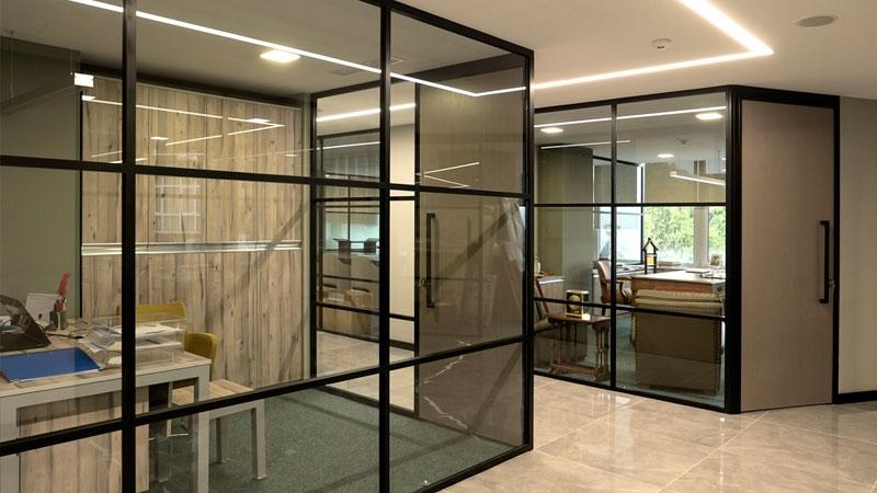 Купить стеклянные перегородки для офиса в Санкт-Петербурге